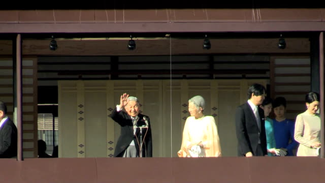 a total of 82690 wellwishers gave new year's greetings to imperial family members at the imperial palace in tokyo january 2 2016 in tokyo japan the... - throne stock videos & royalty-free footage