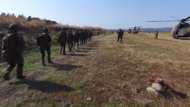 vidéos et rushes de total of 860 military personel from turkey, azerbaijan, germany, qatar, pakistan, poland, saudi arabia, uk and the us participate in the efes-2016... - pakistan