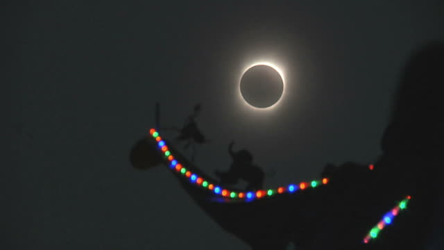 WS LA Totally eclipsed sun with temple detail silhouetted in foreground / Hangzhou, Zhejiang, China