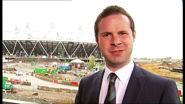 tottenham hotspur and west ham united bid for move to olympic park stadium; reporter to camera tottenham: golden cockerel on white hart lane stadium... - offerta d'asta video stock e b–roll