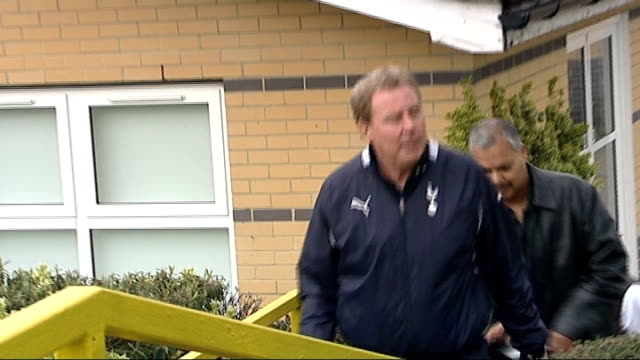 tottenham hotspur sack manager harry redknapp; r13041209 essex: chigwell: spurs lodge: redknapp and others along - ハリー レッドナップ点の映像素材/bロール