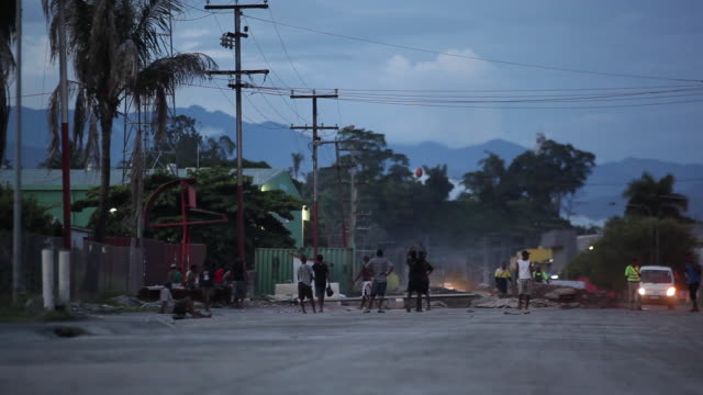 ws touch rugby in the street at dusk/ papua new guinea - dissolvenza in chiusura video stock e b–roll