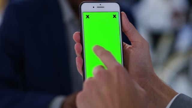 vidéos et rushes de toucher la base avec le monde des affaires - espace texte