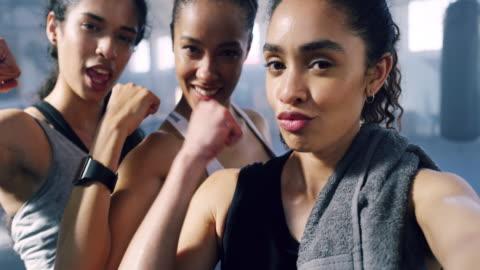 tuffa kvinnor - mod bildbanksvideor och videomaterial från bakom kulisserna