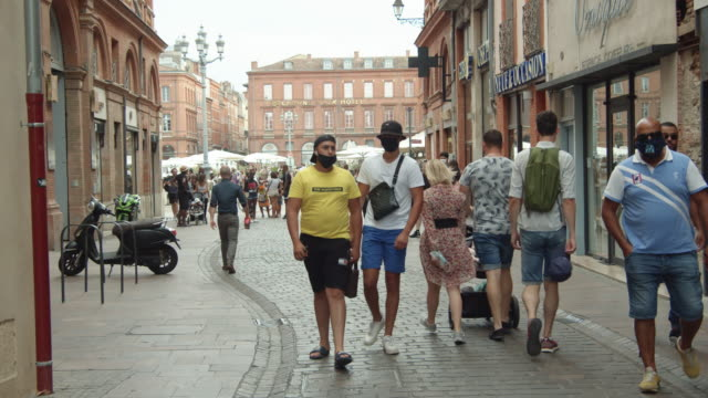 toulouse iconic street. people wearing masks during covid pandemic. august 2020 - toulouse stock videos & royalty-free footage