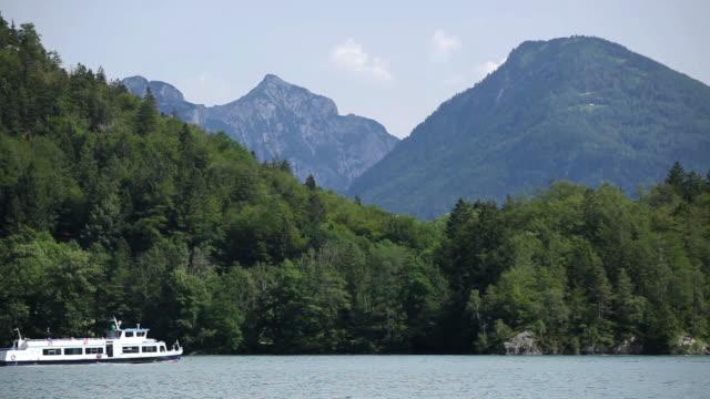 ws tour boat moving on wolfgangsee lake / salzkammergut region, upper austria, austria - salzkammergut stock videos and b-roll footage