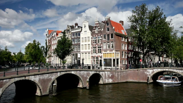 ws tour boat on leidsegracht canal / amsterdam, holland - canal stock videos & royalty-free footage