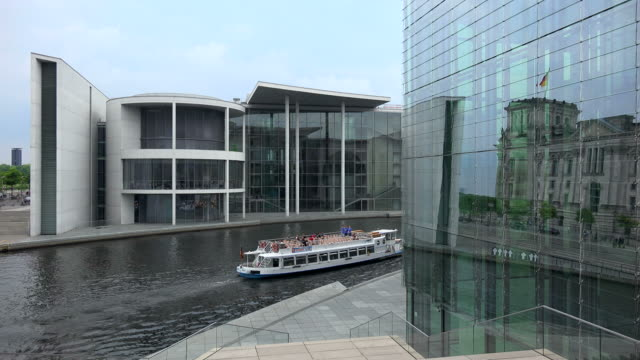 tour boat on spree river with reichstag, paul loebe building and marie elisabeth lueders building, berlin, germany - river spree stock videos & royalty-free footage