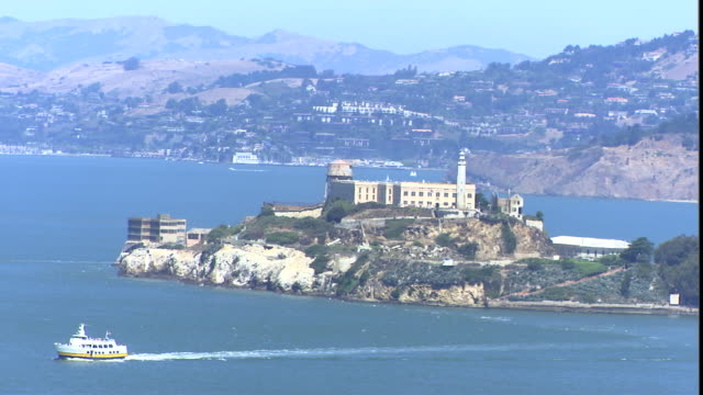 A tour boat sails away from Alcatraz prison.