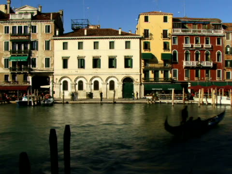 t/l ws tour boats and gondolas traveling on grand canal / venice, italy - unknown gender stock videos & royalty-free footage