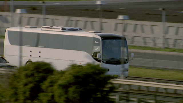 stockvideo's en b-roll-footage met ms pan tour bus driving on freeway/ sydney, australia - dubbeldekker bus