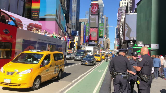 stockvideo's en b-roll-footage met nypd, tour bus, taxi and bikers at the times square, new york city - dubbeldekker bus