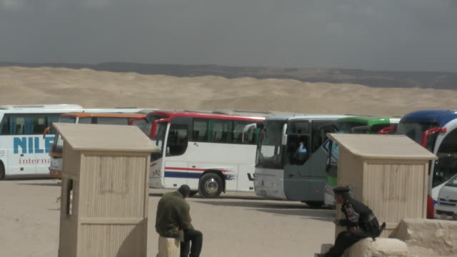 ms, zo, ws, tour buses and tourists on saqqara parking lot, egypt - saqqara stock videos and b-roll footage