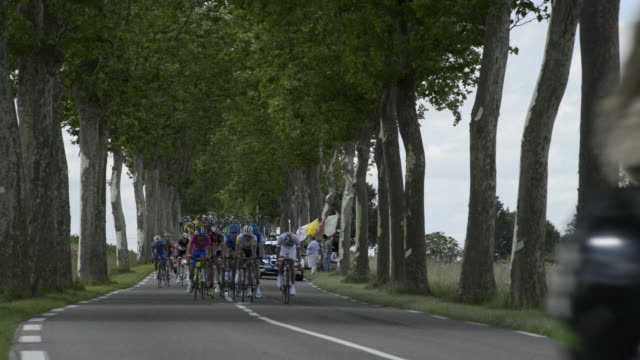 tour de france breakaway on the d904 from villars les dombes - ツール・ド・フランス点の映像素材/bロール