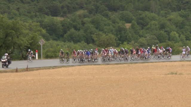 ts tour de france peloton on d994 to gap - ツール・ド・フランス点の映像素材/bロール