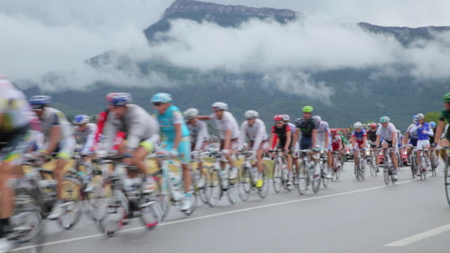 pan ws tour de france peloton on d994 to gap. - cycling event stock videos & royalty-free footage