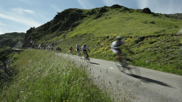 tour de france riders descend the col de la croix de fer - 1 minute or greater stock videos & royalty-free footage