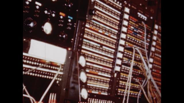 vídeos y material grabado en eventos de stock de 1948 tour of nbc studios in rockefeller center - radio city music hall