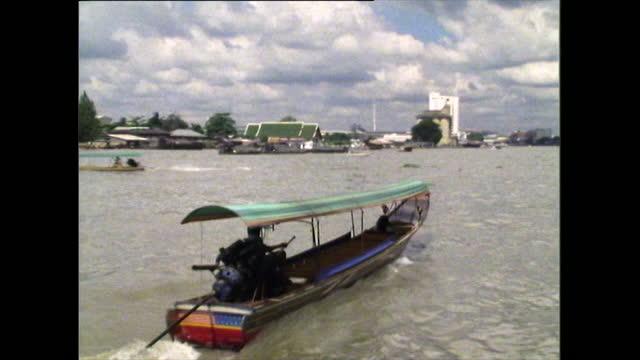 ws tourboat travels along chao phraya river in bangkok; 1989 - bangkok stock-videos und b-roll-filmmaterial