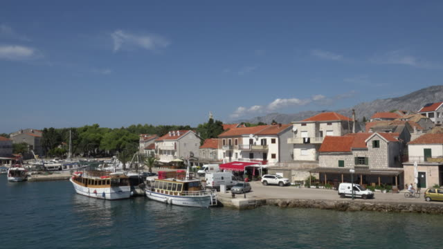 PAN / Tourboats in harbour of fishing village