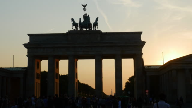 Tourismus am Brandenburger Tor in Berlin