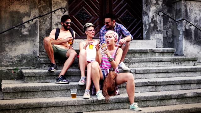 Touristische Abenteuer und Entspannung