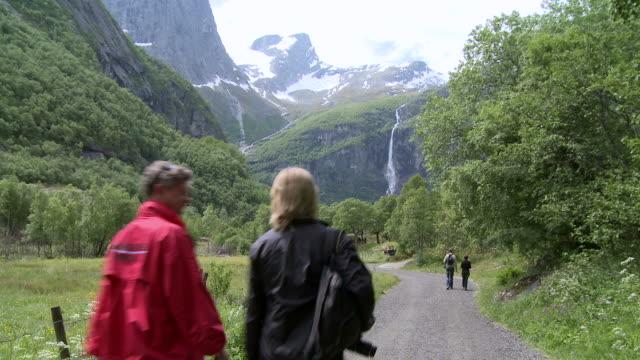 WS TU Tourist at glacier Briksdalsbreen / Jostedalsbreen Nationalpark, Sogn og Fjordane, Norway