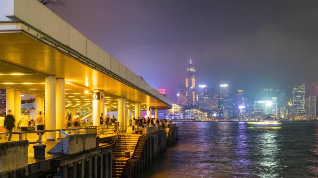stockvideo's en b-roll-footage met 4k tl: toeristische op uitzichtpunt hong kong. - hong kong
