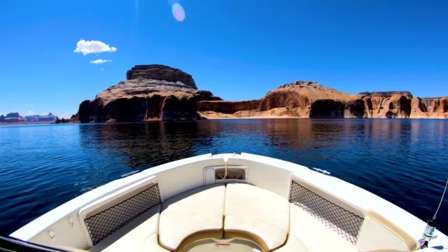 vídeos de stock, filmes e b-roll de pov tourist boat cruising lake powell utah usa - lake powell