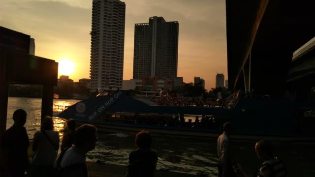 Toeristische boot van de Chao Phraya Express boot, een vervoer op de Chao Phraya-rivier