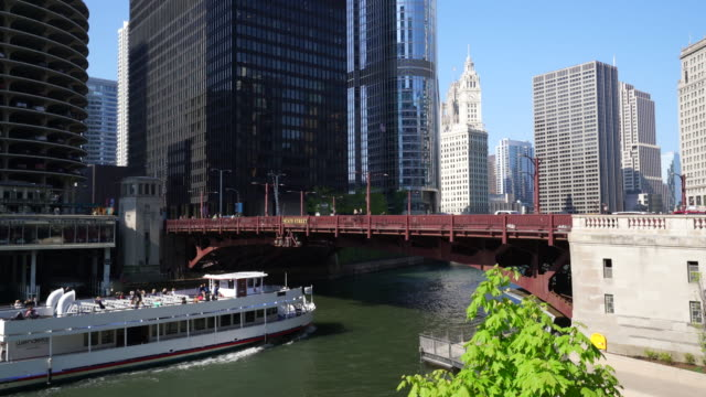 Tourist boat on the Chicago River, Chicago