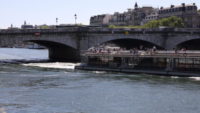 tourist boat passes under the pont de la concorde, in the center of the capital city, on july 21, 2020 in paris, france. batobus and bateaux... - ausflugsboot stock-videos und b-roll-filmmaterial