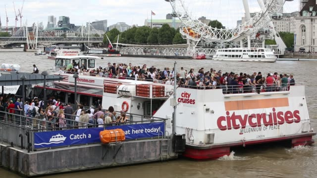 tourist boats on the river thames in london, uk. - ausflugsboot stock-videos und b-roll-filmmaterial
