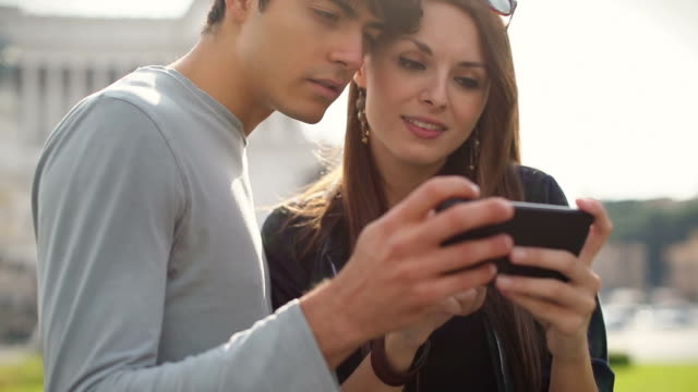tourist couple social networking in rome - piazza venezia stock videos and b-roll footage