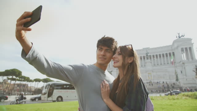 tourist couple taking a selfie in rome - piazza venezia stock videos and b-roll footage