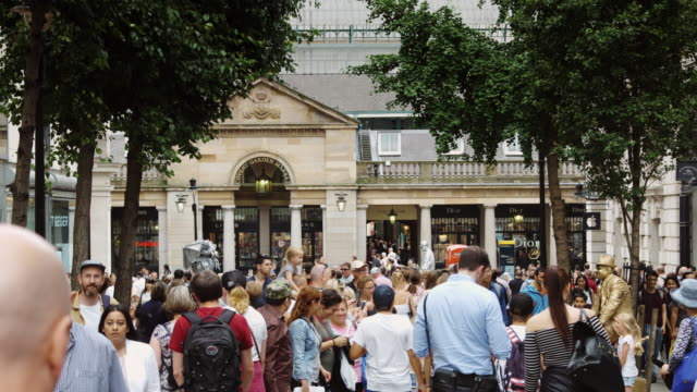 Tourist Crowds in Covent Garden