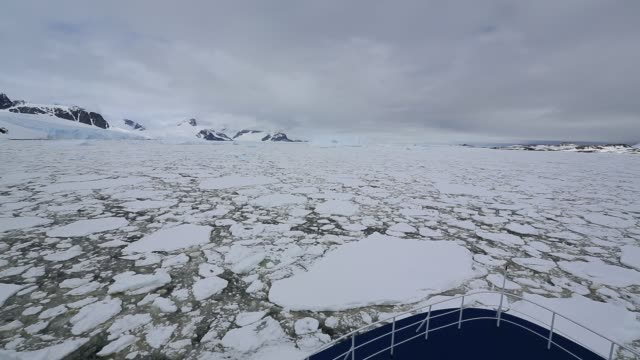 a tourist cruise ship in gerrard bay, lemaire channel, antarctic peninsular. - antarctic ocean stock videos & royalty-free footage