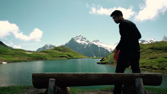 Touristen genießen Sie Seeblick am Bachalpsee-First-Grindelwald-Schweiz