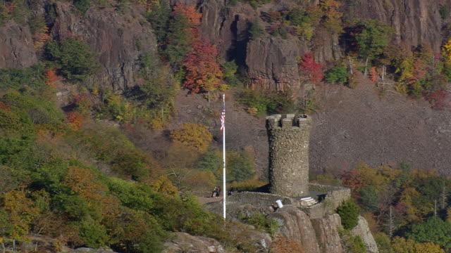 ms aerial zi tourist enjoying at castle craig in hubbard park / connecticut, united states - 50 sekunder eller längre bildbanksvideor och videomaterial från bakom kulisserna