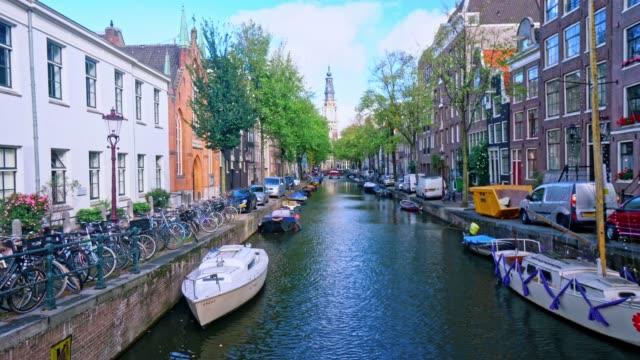 stockvideo's en b-roll-footage met toeristische beroemde plaats in amsterdam nederland - binnenschip