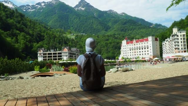 vídeos y material grabado en eventos de stock de turística es visitar sochi, rusia - sochi
