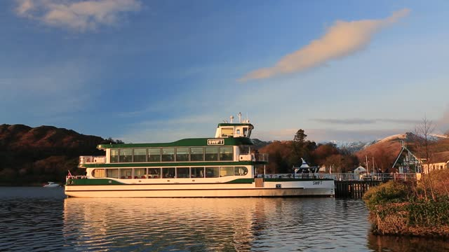 a tourist launch on lake windermere in ambleside, lake district, uk at dusk. - jetty stock videos & royalty-free footage