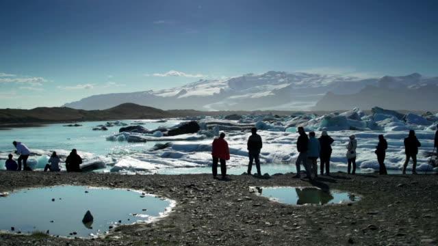 Touristen, die floting Eisberg Jokulsarlon lagoon