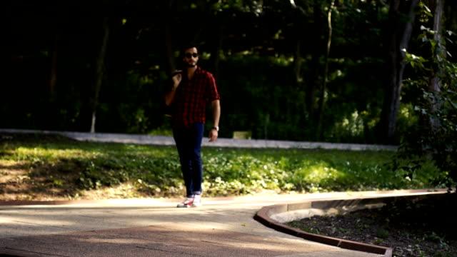 Hombre de turismo en el Parque
