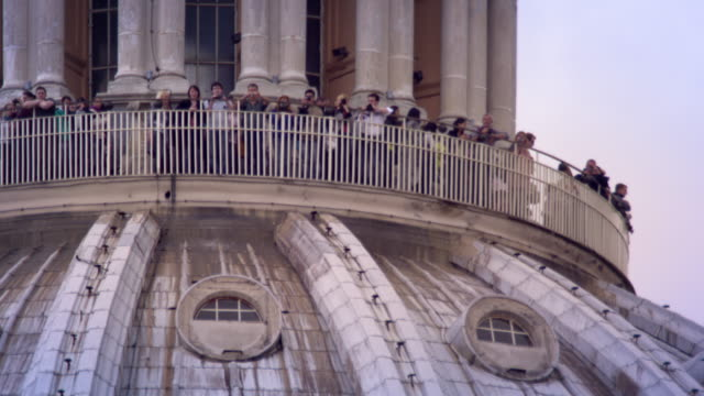 stockvideo's en b-roll-footage met tourist on st. peters dome balcony - basiliek