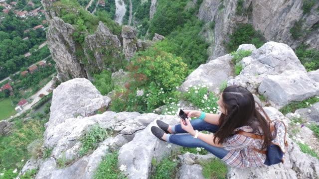 Touristen auf des Berges Höhn