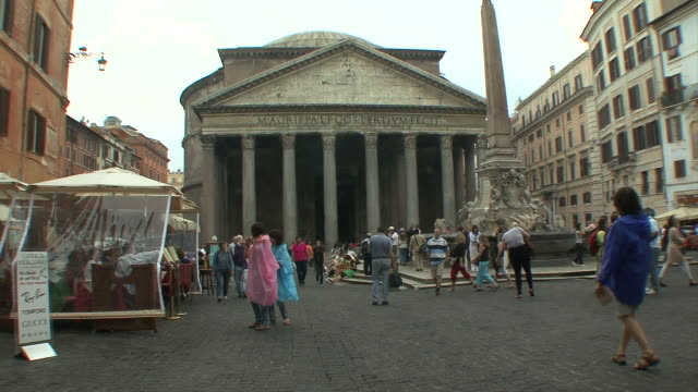 ws tourist strolling in piazza della rotonda (pantheon) / rome, italy  - pantheon rome stock videos and b-roll footage