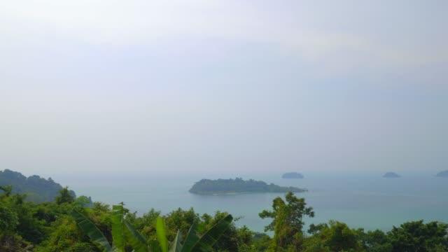 vídeos de stock e filmes b-roll de tourist travel; aerial view on clean beautiful sea surface at sunset. - plano de grua