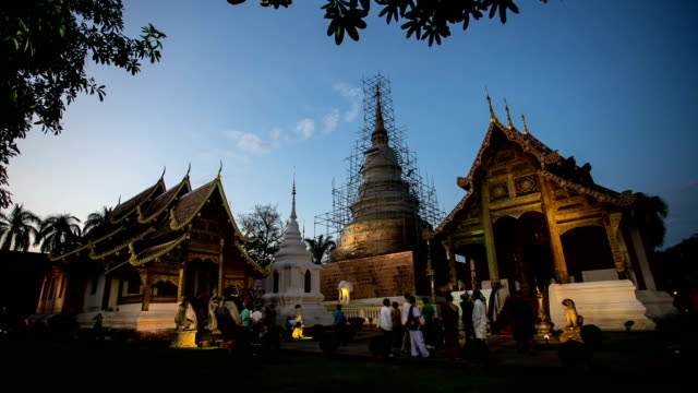 Tourist travelling Thai temple at twilight, Time lapse.