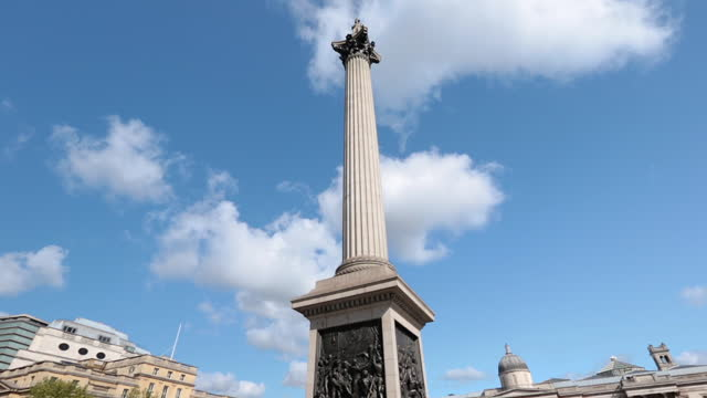 tourist pov travels around trafalgar square and looks up at nelson‰ûªs column and the landseer lions on sunny day in london. - statuetta video stock e b–roll